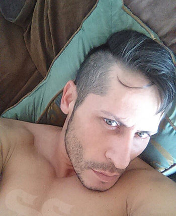 Eliot Escort Gay VIP